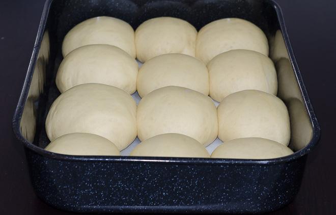 לחמניות מתוקות לפני כניסה לתנור