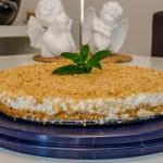 עוגת גבינה פירורים עם שמנת מתוקה
