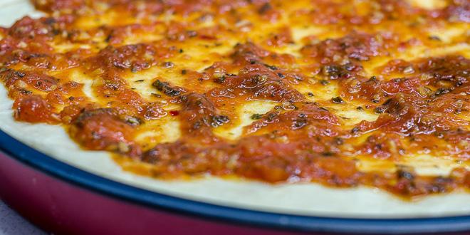 מתכון לרוטב פיצה ביתית עשיר בטעמים כמו באיטליה