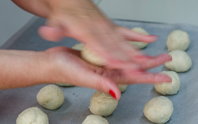 הכנת כדורי הבצק