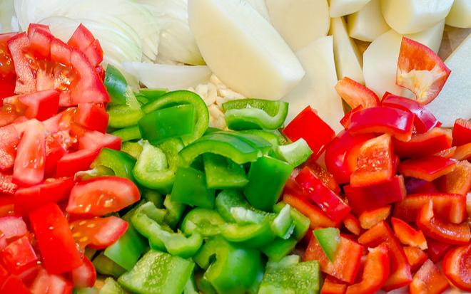 חיתוך ירקות לעוף