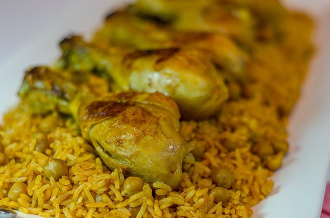 עוף עם חומוס ואורז