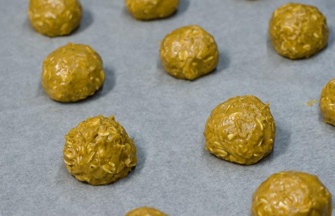 עוגיות שיבולת שועל הכנת העיגולים