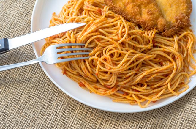 צלחת פסטה עם רוטב עגבניות עשיר