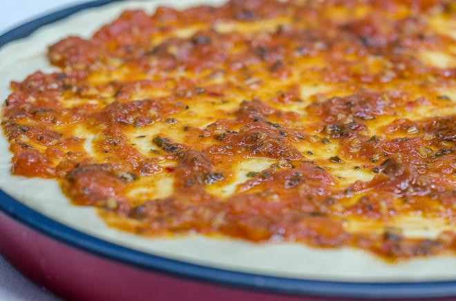 רוטב לפיצה על הבצק
