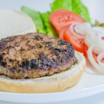 המבורגר בקר ביתי מושלם טעים במיוחד
