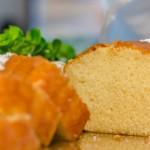 עוגה בחושה לבנה קלה להכנה מחמישה מצרכים