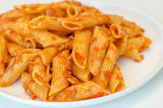 פסטה ברוטב עגבניות וטונה