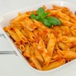 פסטה ברוטב עגבניות וטונה ארוחה טעימה ומזינה