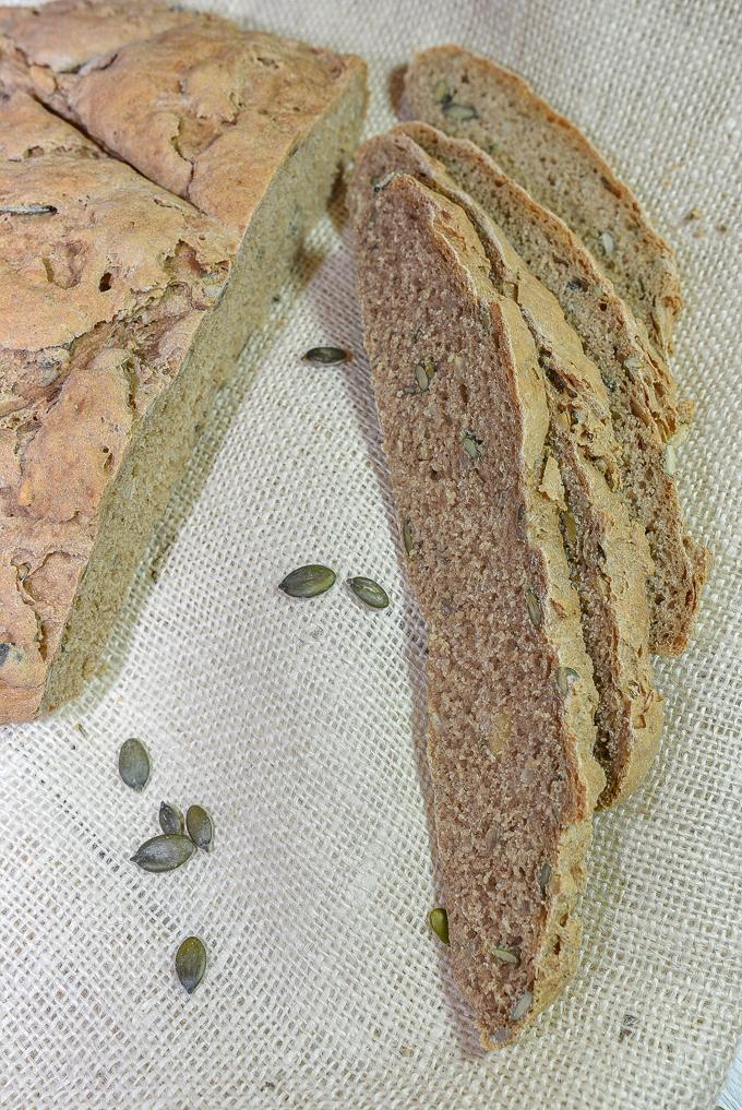לחם מקמח מלא עם גרעינים
