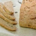 לחם מקמח מלא עם גרעינים לחם ביתי מלא בריאות