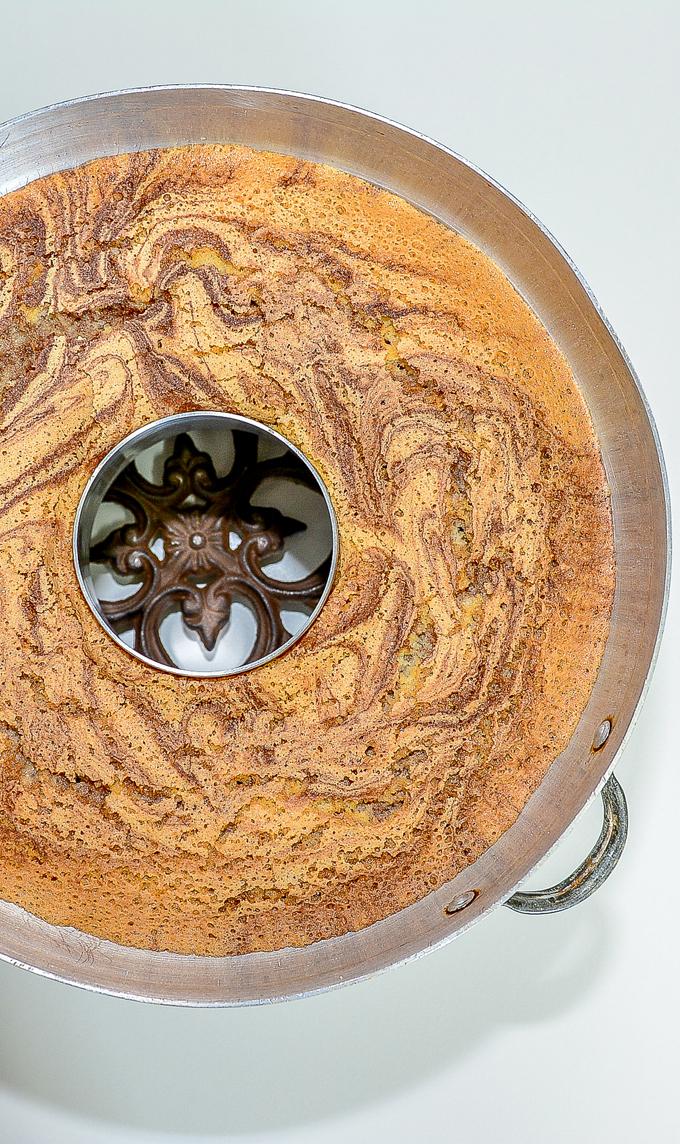 עוגת שיש פרווה יוצאת מהתנור