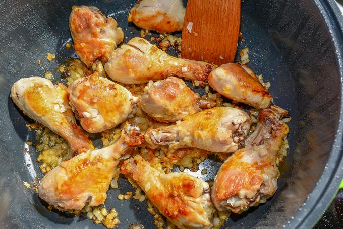 עוף מטוגן עם בצל