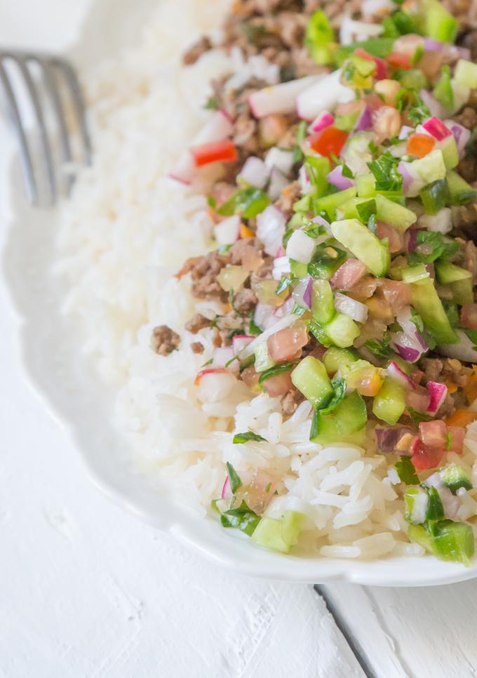 אורז עם בשר טחון וסלט