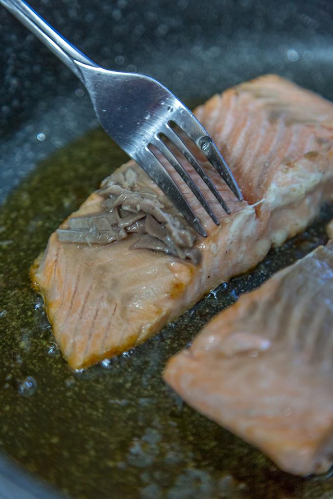 הסרת שכבת בשר מהדג