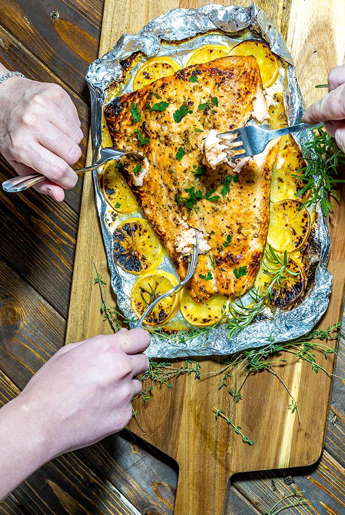 דג סלמון בתנור נתח שלם