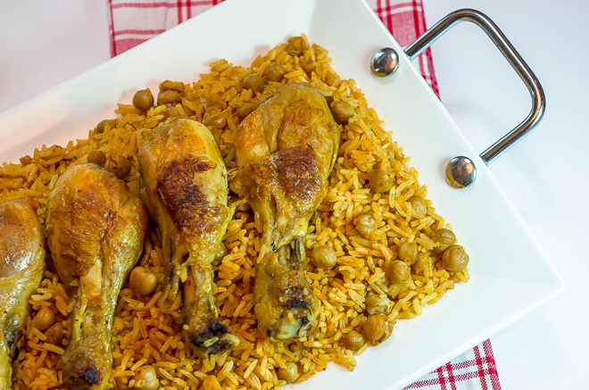עוף עם אורז וחומוס