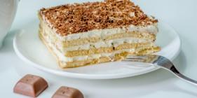פרוסת עוגת ביסקוויטים
